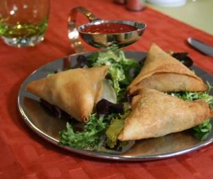Vegetabilsk eller Kød Samosa