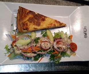 Karamelliseret løg og gedeostetærte